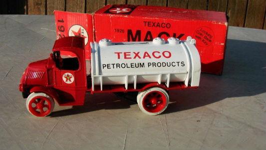 """ERTL #2 Texaco """"1926 Mack Tanker"""" Bulldog"""