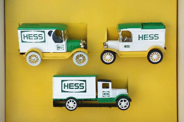 ERTL Hess Special Edition Delivery Truck Diecast Metal in 1:25 Scale