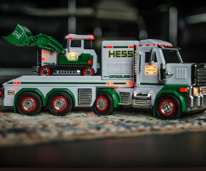 2013 Holiday Hess Truck and Hess app